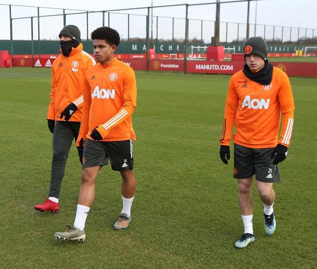 Thần đồng 17 tuổi lên tập cùng đội hình chính của Man Utd - 1