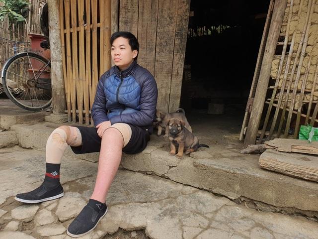 Xót xa cảnh chàng trai một chân trong căn nhà rách nát không dám mơ Tết - 1