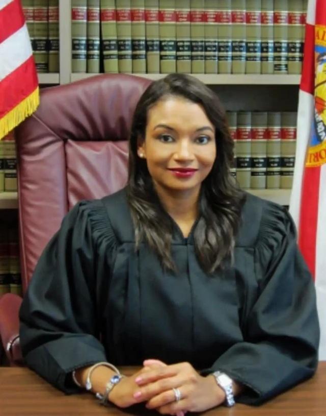 Nghi phạm chai mặt thả thính thẩm phán trong phiên xử qua Zoom - 2