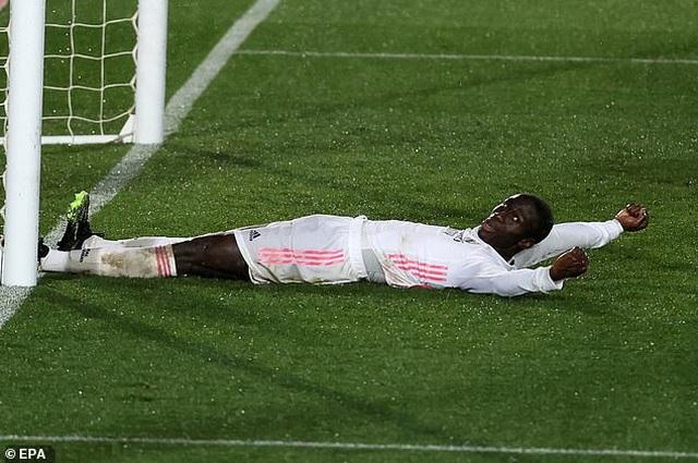 Đánh bại Getafe, Real Madrid chỉ còn kém Atletico 5 điểm - 4