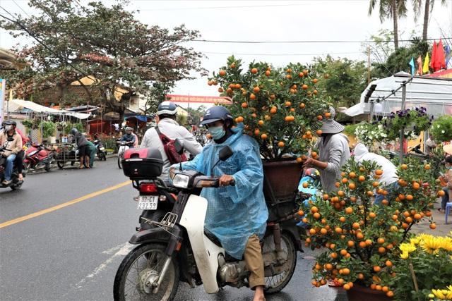 Chợ hoa xuân Hội An không ế ẩm như dự đoán; Huế người bán nhiều hơn mua - 4