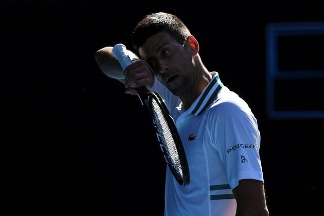 Australian Open: Djokovic thắng nhọc nhằn trước đối thủ 23 tuổi - 2
