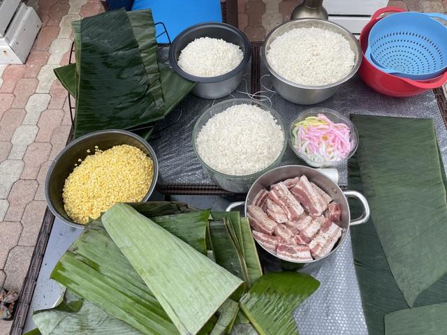 Người Việt ở Mỹ gói bánh chưng đón Tết giữa thời dịch Covid-19 - 1