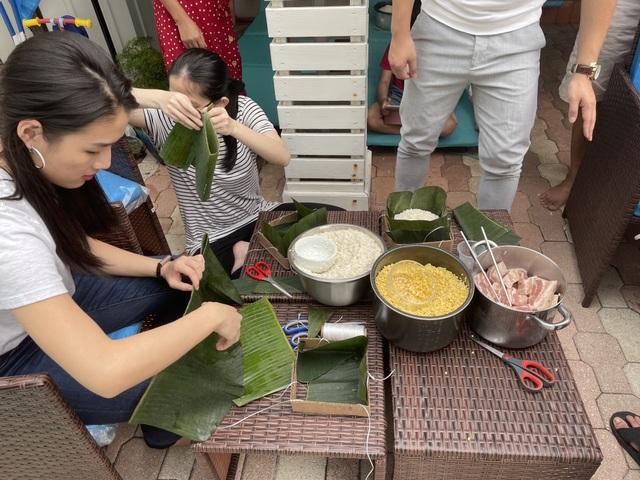 Người Việt ở Mỹ gói bánh chưng đón Tết giữa thời dịch Covid-19 - 9