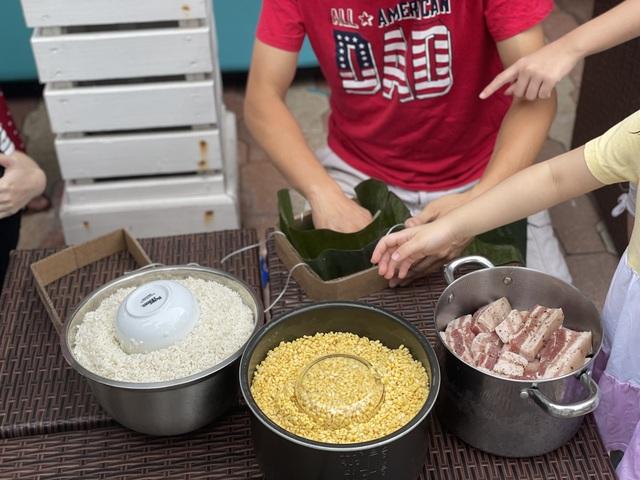 Người Việt ở Mỹ gói bánh chưng đón Tết giữa thời dịch Covid-19 - 5