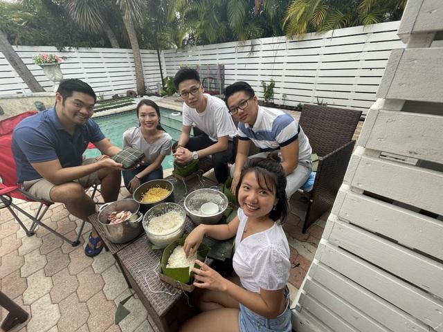 Người Việt ở Mỹ gói bánh chưng đón Tết giữa thời dịch Covid-19 - 3
