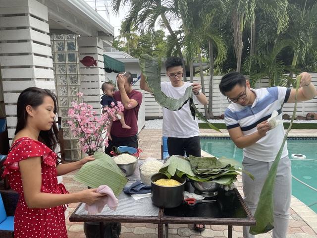 Người Việt ở Mỹ gói bánh chưng đón Tết giữa thời dịch Covid-19 - 4