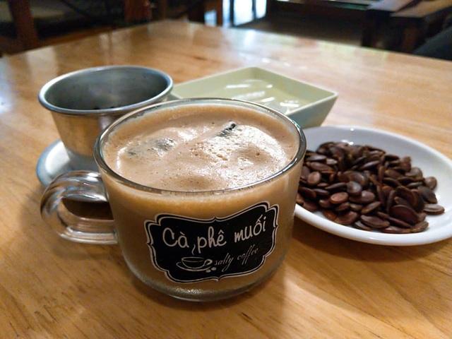 Cà phê muối lạ miệng ở Huế, thực khách muốn thưởng thức phải kiên nhẫn chờ - 4