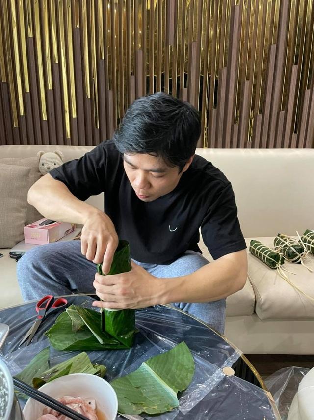 Công Phượng gói bánh, Lee Nguyễn diện áo dài truyền thống chờ đón Tết - 4