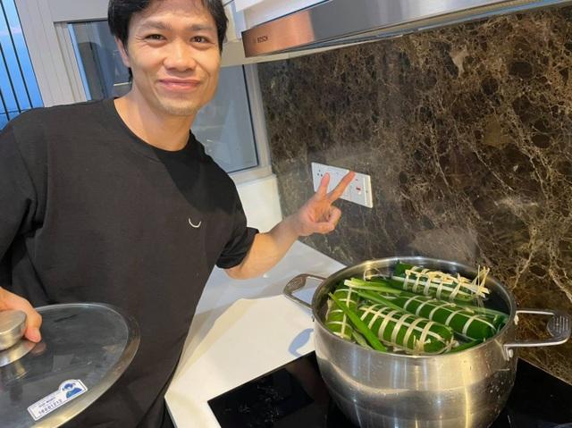 Công Phượng gói bánh, Lee Nguyễn diện áo dài truyền thống chờ đón Tết - 2