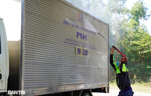 Dịch vụ rửa xe ở Hà Nội hốt bạc dịp Tết Nguyên đán, giá tăng cao gấp 4 lần - 10