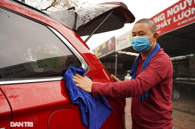 Dịch vụ rửa xe ở Hà Nội hốt bạc dịp Tết Nguyên đán, giá tăng cao gấp 4 lần - 5