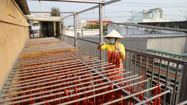 Bán cả chục tấn lạp xưởng mùa Tết, thu lợi hơn 1 tỷ đồng - 8