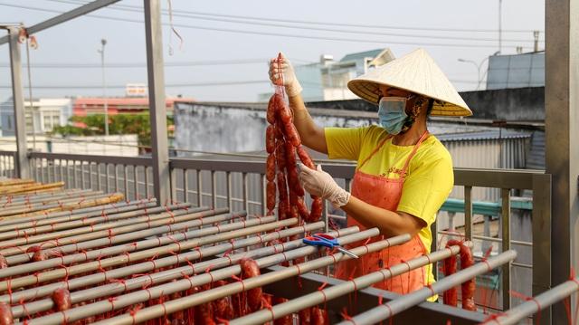 Bán cả chục tấn lạp xưởng mùa Tết, thu lợi hơn 1 tỷ đồng - 5