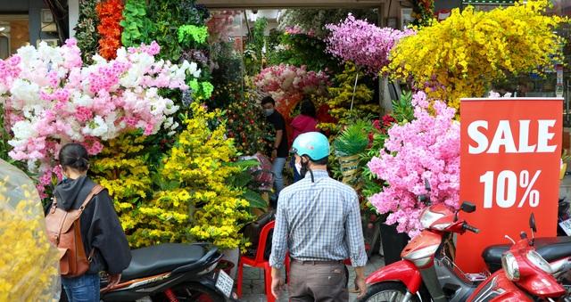 Cô gái 9X xinh đẹp bán hoa giả ngày Tết thu nhập hơn nửa tỷ đồng - 8