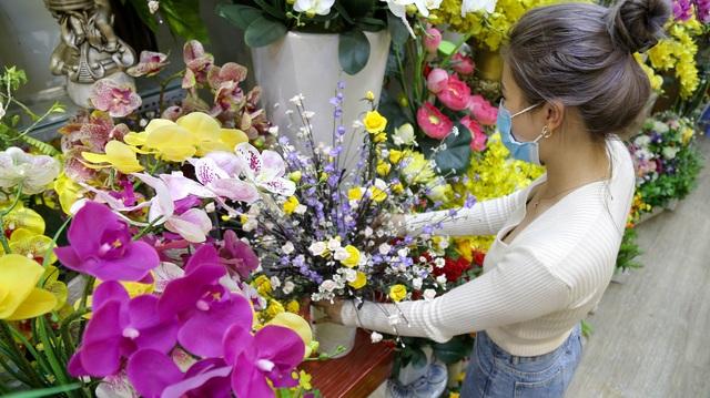 Cô gái 9X xinh đẹp bán hoa giả ngày Tết thu nhập hơn nửa tỷ đồng - 6