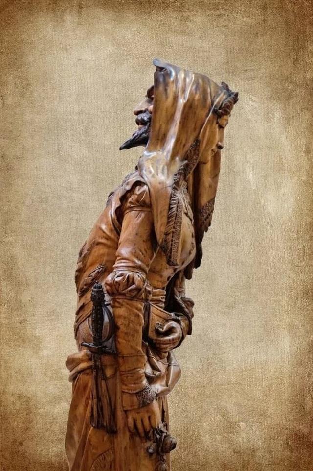 Chiêm ngưỡng bức tượng hai mặt, muốn xem phải nhìn qua gương - 3