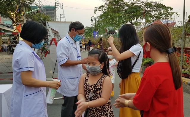 Bác sĩ hướng dẫn giữ an toàn cho con trẻ khi đi du xuân - 4