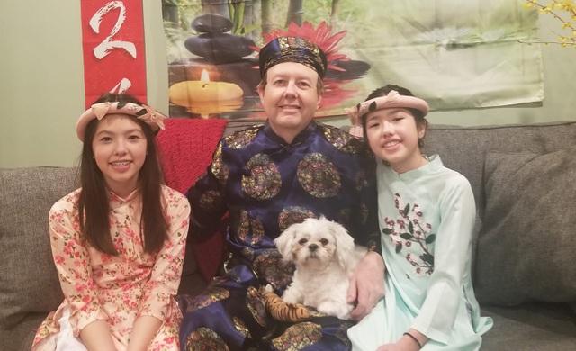 Ông bố Mỹ hát Thương ca tiếng Việt cùng con gái đón Tết Tân Sửu - 2