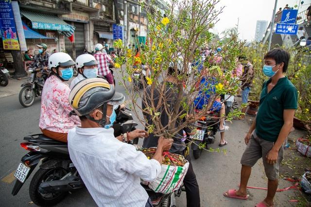 Chợ hoa Xuân ngày cuối năm: Bán tháo đồng giá - 2