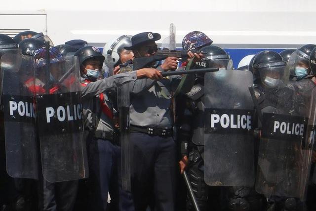 Nhiều quan chức cấp cao của Myanmar bị bắt lúc nửa đêm - 1