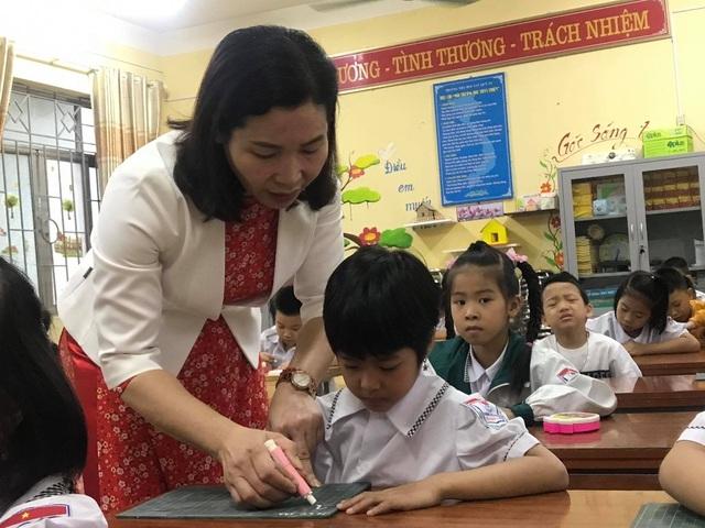 Hai bộ sách giáo khoa biến mất: Giáo viên mất công, chủ biên kêu trời - 2