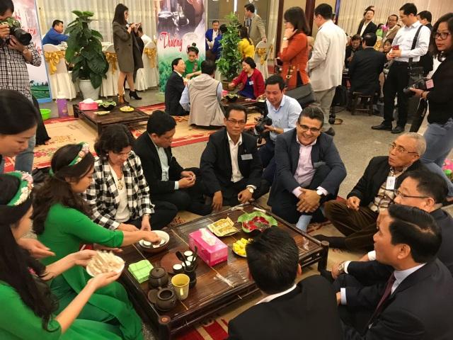 Vị Đại sứ ăn Tết Việt Nam thương những người Việt kẹt ở nước ngoài - 2