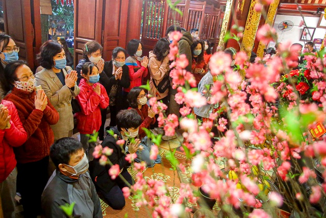 Capital people go to the pagoda to pray for security on New Year's Eve - 9