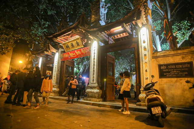 Capital people go to the pagoda to pray for security on New Year's Eve - 1