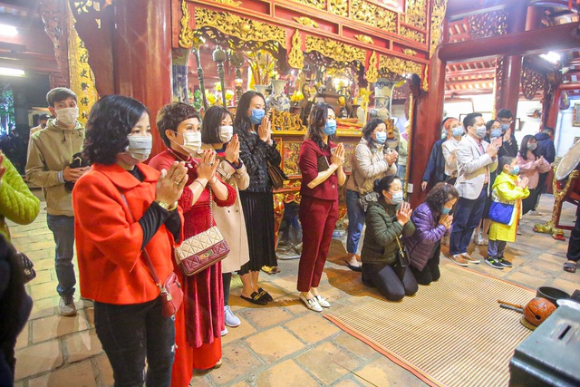 Capital people go to the pagoda to pray for security on New Year's Eve - 3