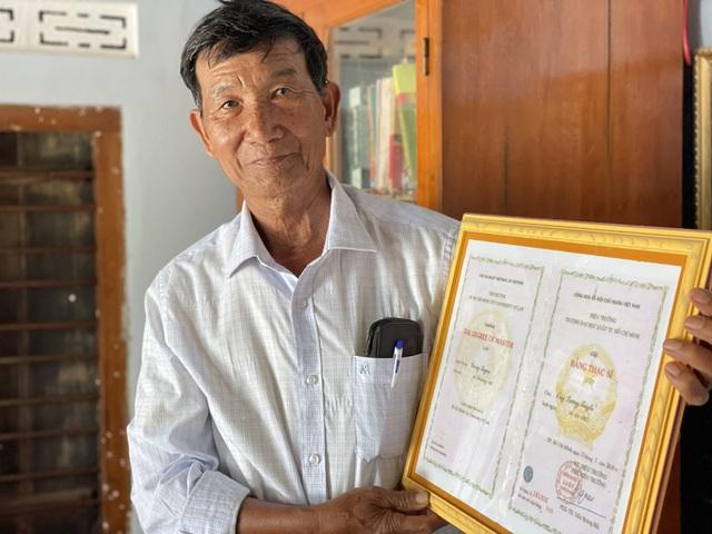 Lão nông 74 tuổi quyết lấy bằng tiến sĩ - 1