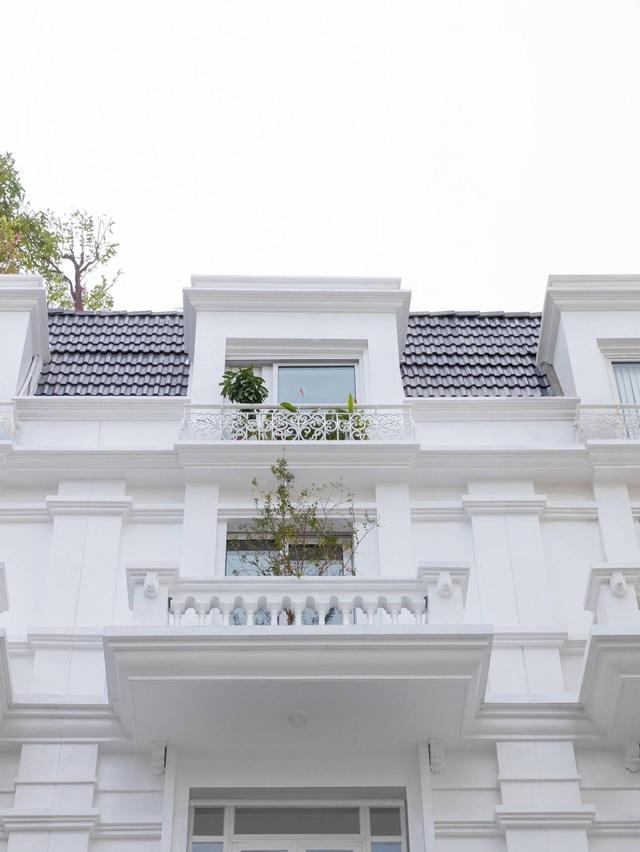 Biệt thự trắng hoành tráng ở con phố sầm uất bậc nhất Hà Nội - 2