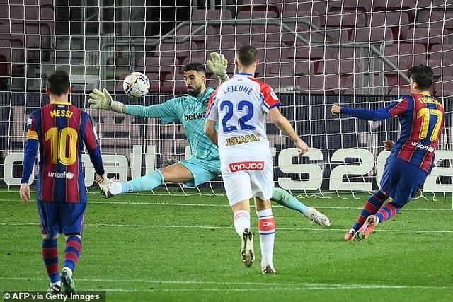 Messi lập cú đúp, Barcelona chiếm vị trí thứ hai của Real Madrid - 1