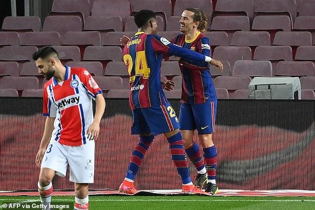 Messi lập cú đúp, Barcelona chiếm vị trí thứ hai của Real Madrid - 4