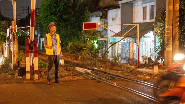 Gian nan nghề gác tàu giữa trung tâm Sài Gòn - 3