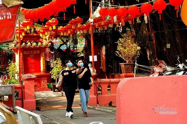Mùng 3 Tết trùng Valentine, giới trẻ Sài Gòn về chùa Ngọc Hoàng cầu duyên - 1