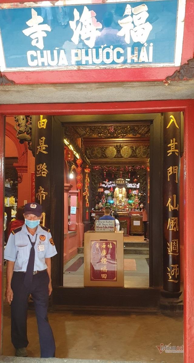 Mùng 3 Tết trùng Valentine, giới trẻ Sài Gòn về chùa Ngọc Hoàng cầu duyên - 2