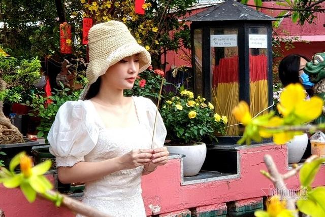 Mùng 3 Tết trùng Valentine, giới trẻ Sài Gòn về chùa Ngọc Hoàng cầu duyên - 5