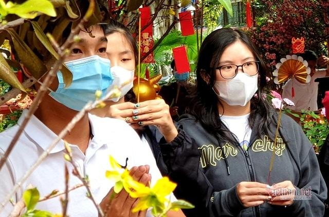 Mùng 3 Tết trùng Valentine, giới trẻ Sài Gòn về chùa Ngọc Hoàng cầu duyên - 6