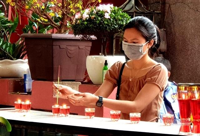 Mùng 3 Tết trùng Valentine, giới trẻ Sài Gòn về chùa Ngọc Hoàng cầu duyên - 7