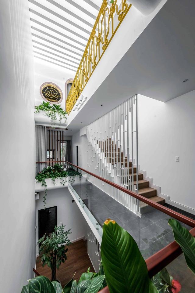 Nhà Sài Gòn vừa dài vừa hẹp vẫn thoáng sáng bất ngờ nhờ chiêu đơn giản - 6