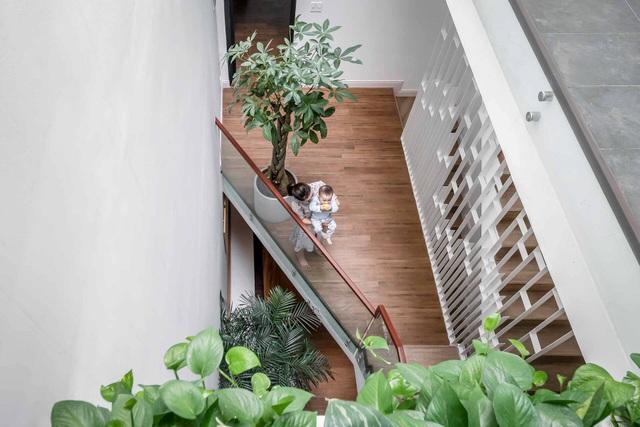 Nhà Sài Gòn vừa dài vừa hẹp vẫn thoáng sáng bất ngờ nhờ chiêu đơn giản - 7