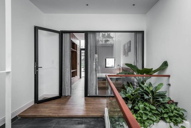 Nhà Sài Gòn vừa dài vừa hẹp vẫn thoáng sáng bất ngờ nhờ chiêu đơn giản - 10