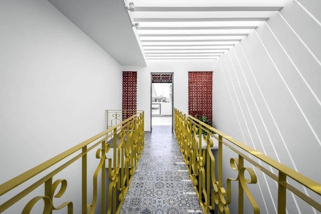 Nhà Sài Gòn vừa dài vừa hẹp vẫn thoáng sáng bất ngờ nhờ chiêu đơn giản - 14