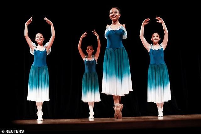 Ngưỡng mộ tài năng và nghị lực của vũ công ba-lê không tay - 7