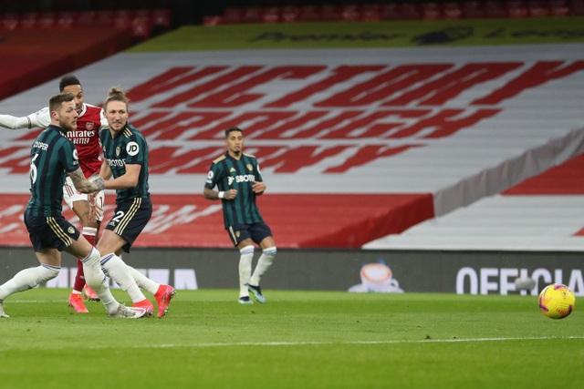 Aubameyang thăng hoa rực rỡ, Arsenal vượt mặt Leeds - 4
