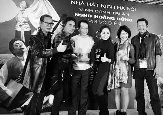 Đạo diễn Trần Lực xúc động hát Cát bụi tặng cố NSND Hoàng Dũng - 1