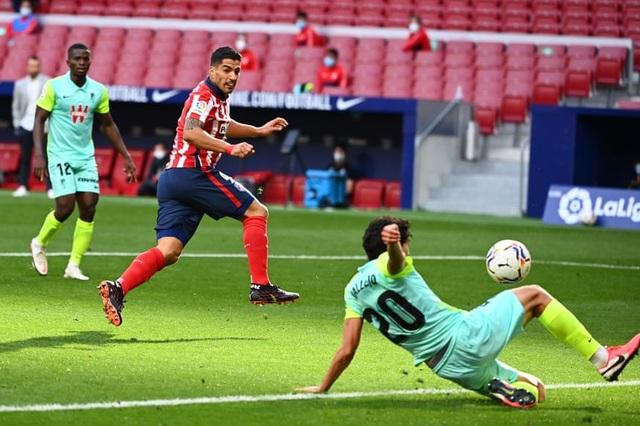 Messi đã đúng khi Barcelona tự đánh mất báu vật Luis Suarez - 2