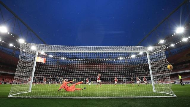 Aubameyang thăng hoa rực rỡ, Arsenal vượt mặt Leeds - 8