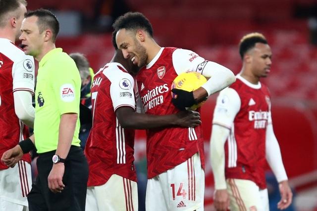 Aubameyang thăng hoa rực rỡ, Arsenal vượt mặt Leeds - 9
